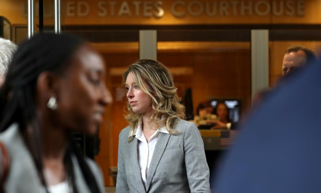 PÅ TYNN IS: Theranos-gründer Elizabeth Holmes i retten, fredag 28. juni. Foto: Justin Sullivan / Getty Images / AFP / NTB Scanpix