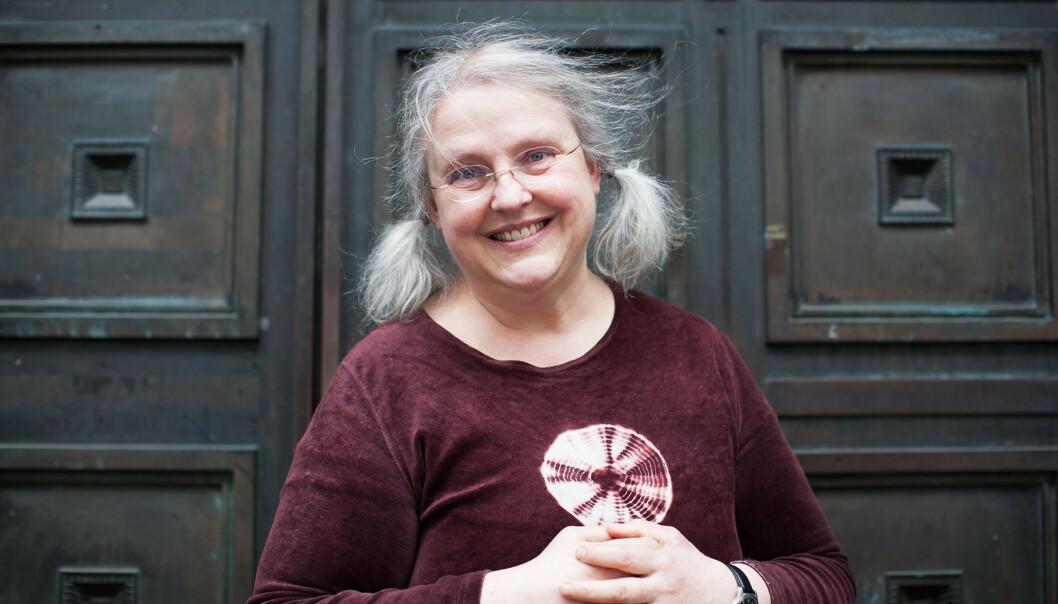 SKOLEVEGRING: Forfatter Gro Dahle, som selv har erfaring med skolevegring, håper hennes nye bok vil hjelpe barn som sliter i skolehverdagen. FOTO: Maja Hattvang