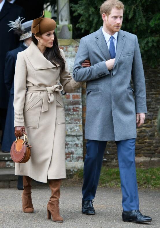 <strong>FØRSTE KONGELIGE JUL:</strong> Meghan fikk være med prins Harry på den kongelige julefeiringen også før de ble gift - i 2017. I år kan det tenkes de dropper juletradisjonen. Foto: Tim Rooke/ REX / NTB scanpix