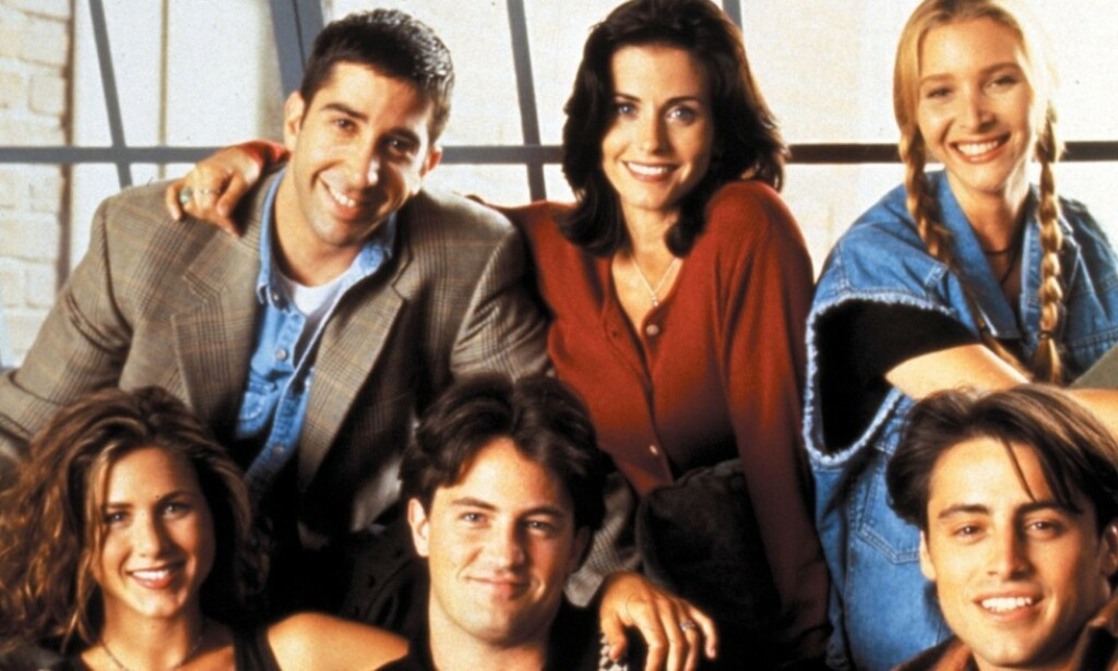 SITCOM: Courteney Cox (55), Matthew Perry (50), Lisa Kudrow (56), Matt LeBlanc (52), David Schwimmer (52) og Aniston i «Friends». Foto: NTB