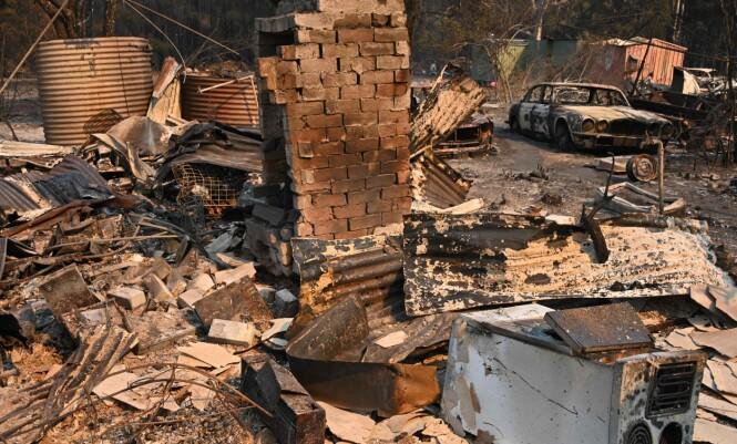 MASSIVE ØDELEGGELSER: Brannene som herjer i Australia har krevd minst tre menneskeliv og tvunget tusenvis av mennesker til å evakuere fra hjemmene sine. Foto: NTB Scanpix