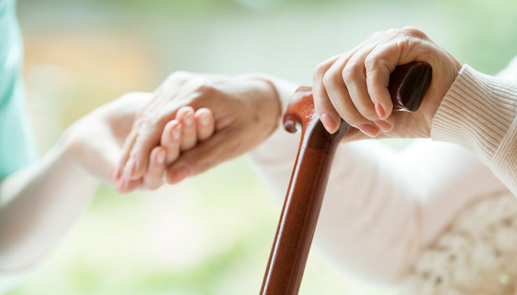<strong>AVHENGIG AV PÅRØRENDE:</strong> – I fremtiden vil vi være avhengig av at generasjonen under de aller eldste yter omsorg når helsen til foreldrene svikter og de blir hjelpetrengende, forteller forsker. Foto: NTB Scanpix.