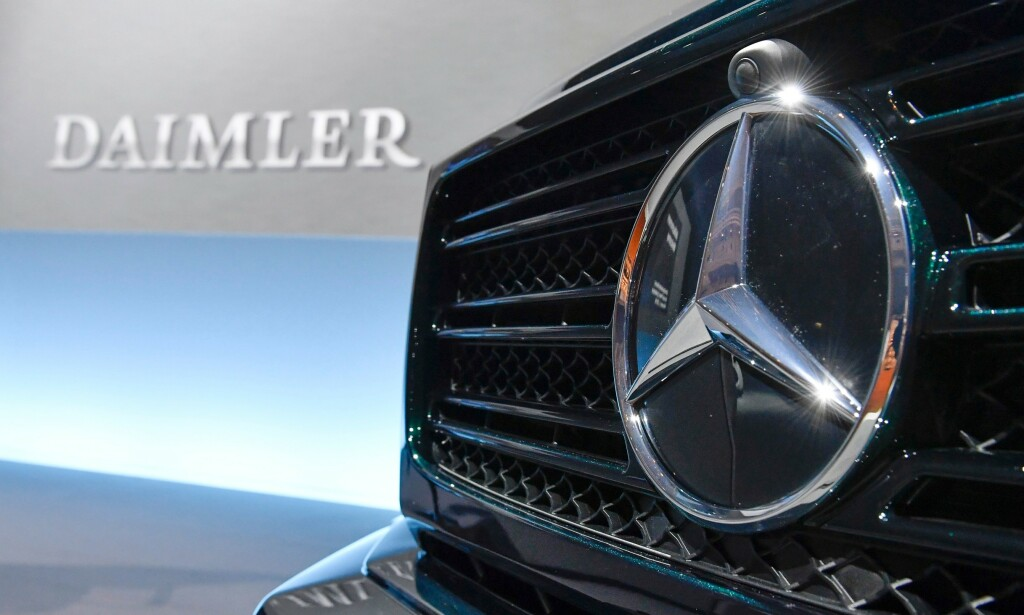 MILLIARDKUTT: Bilprodusenten Daimler, som blant annet eier Mercedes, skal kutte over en milliard euro i personalkostnader innen 2020. Foto: Thomas Kienzle / AFP