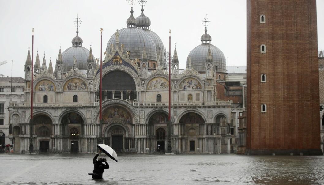 Den verdenskjente Markusplassen i hjertet av Venezia tirsdag. Foto: Luca Bruno / AP / NTB scanpix