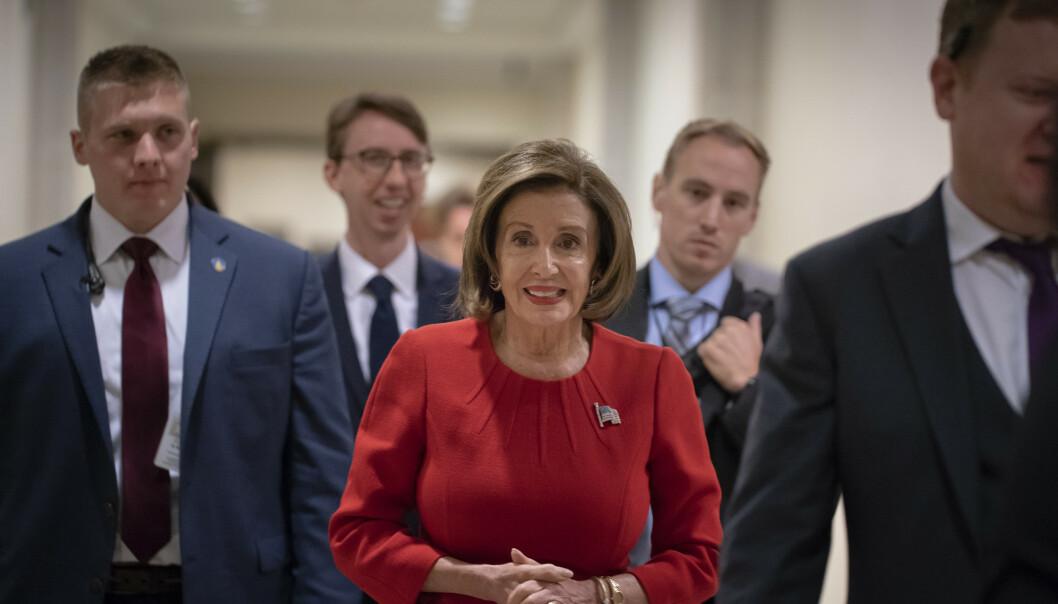 Flertallsleder i Representantenes hus, demokraten Nancy Pelosi, kommenterte torsdag uttalelsene som kom under riksrettshøringen dagen i forveien. Foto: AP / NTB scanpix