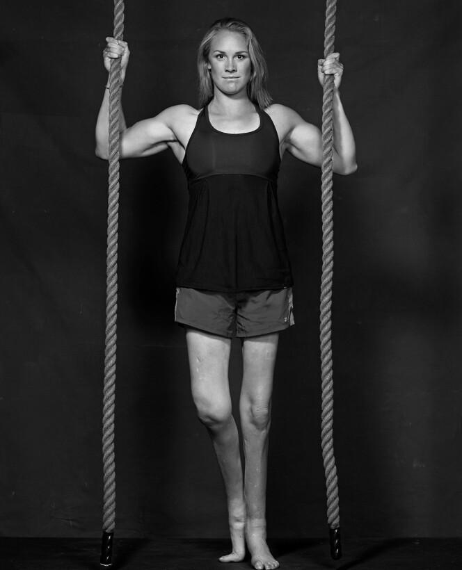 LOT SEG PÅVIRKE: På ungdomsskolen ble Birgit Skarstein ertet for høyden sin, noe som fikk henne til å forsøke å se lavere ut. FOTO: Erik Norrud