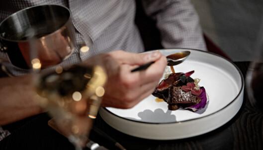 <strong>RAUST REINSDYR:</strong> Det er hele 18 serveringer på Stallens meny, men det er også plass til en raus rett med reinsdyr.