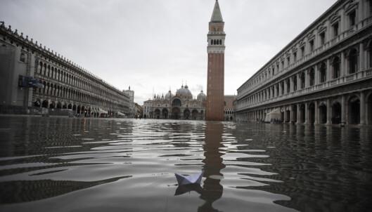 Markusplassen i Venezia stengt på grunn av flom