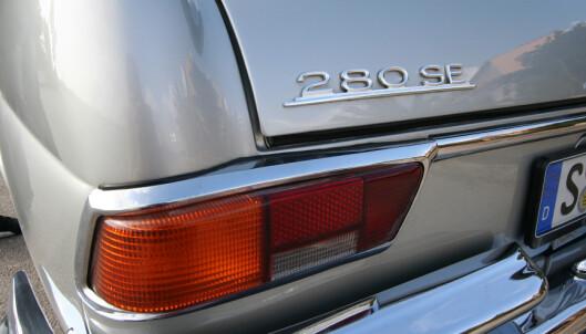 <strong>FORVIRRENDE:</strong> Det står 280, men faktum er at motoren er en 3.8 liters V8. Foto: Lord Arnstein Landsem