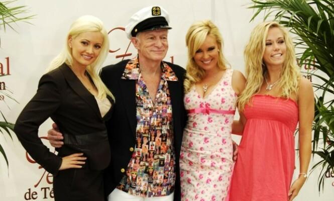 VAR FAVORITTEN: Holly Madison (t.v) skal angivelig ha vært Hefners personlige favoritt blant jentene. Foto: NTB Scanpix