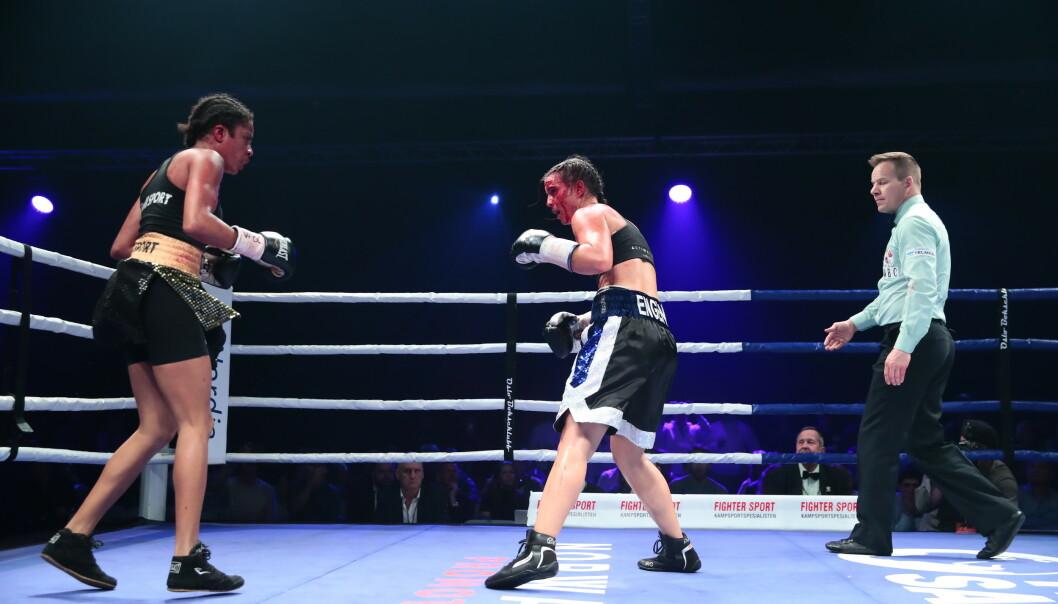 FYRVERKERI: Den siste runden ble et fyrverkeri av slagvekslinger. Og blodet fløt. Foto: Håkon Mosvold Larsen / NTB scanpix