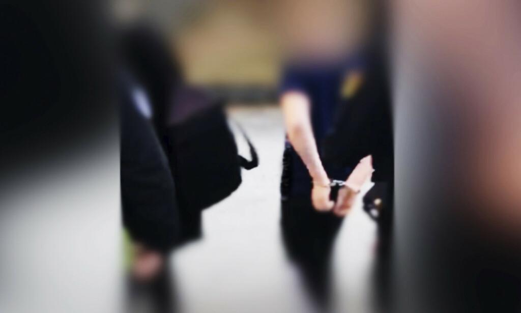 I HÅNDJERN: Ved flere anledning har den unge gutten blitt hentet av politi og påført håndjern. Foto: Privat