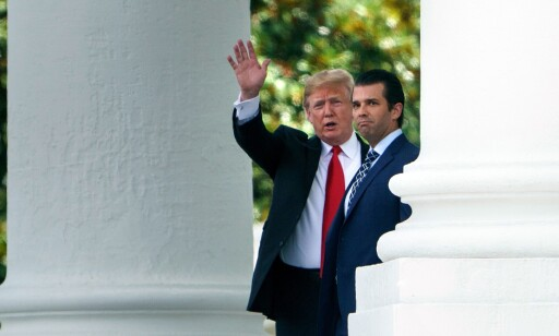 SOM SIN FAR: (f.v.) Både Donald Trump Jr. og president Donald Trump har blitt beskyldt for juks ved boksalg. Foto: Brendan Smialowski / AFP / NTB Scanpix