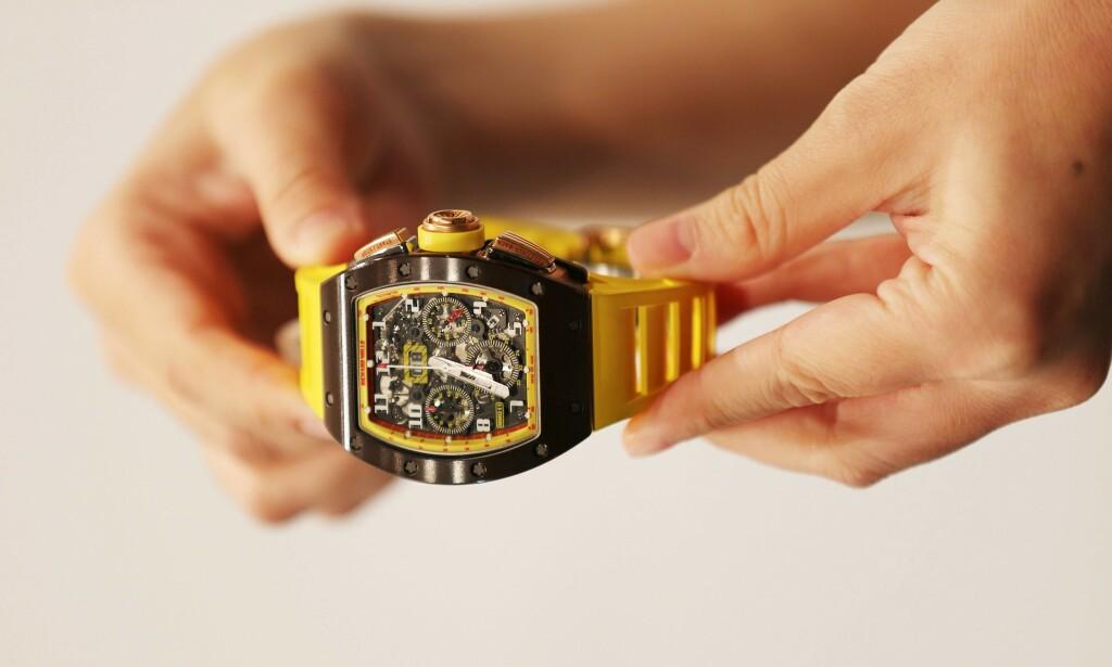 KOSTBAR: Richard Mille-klokkene er forbeholdt personer med god råd. Her fra en auksjon i Dubai. foto: Satish Kumar / Reuters / NTB Scanpix