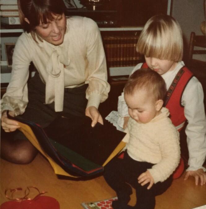 JUL: Mamma, storesøster Kristin Ulrikke Broch Aakre, og Tiril. FOTO: Privat