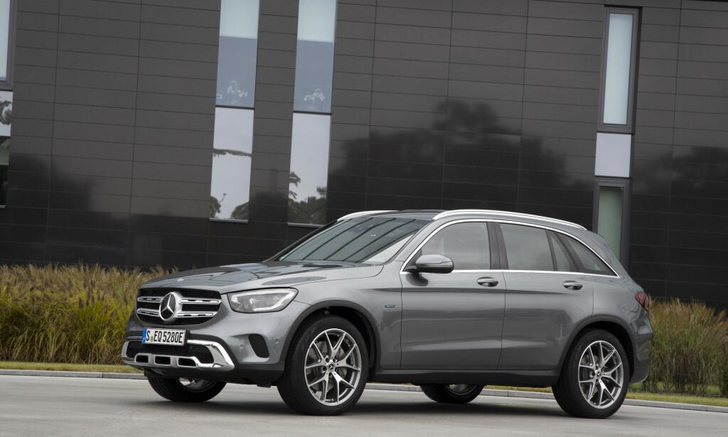 FACELIFT: Som de øvrige GLC-versjonene, har den ladbare GLC 300 e fått oppdatert front, blant annet. Foto: Daimler AG