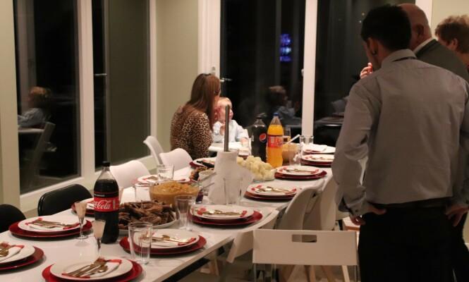 PLASS TIL ALLE: Pinnekjøtt og kålrabistappe til storfamilien. FOTO: Privat
