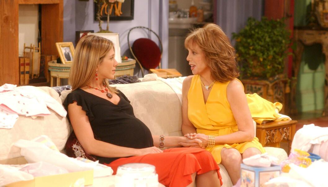 GRAVID: I situasjonskomedien «Friends» var karakteren Rachel Green gravid med Ross Gellers barn. Nå har fansen oppdaget en tabbe. Foto: NTB Scanpix