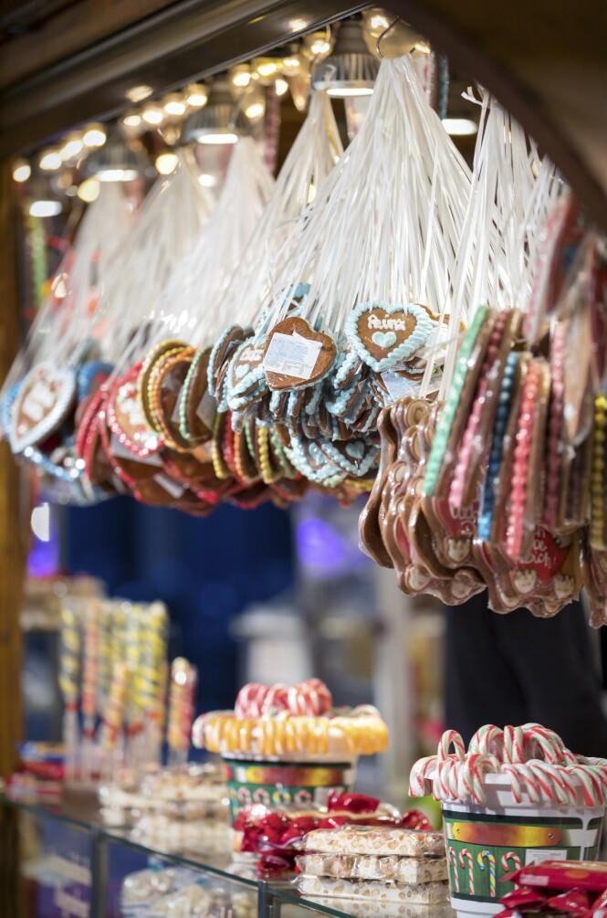 På julemarkedet får du blant annet kjøpt pepperkaker med hyggelige hilsener påskrevet. FOTO: NTB Scanpix