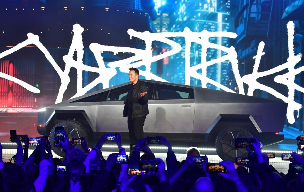 LANSERING: Teslas Elon Musk lanserte Cybertruck ved Teslas designsenter i Hawthorne, California i slutten av november. Foto: FREDERIC J. BROWN / AFP / NTB SCANPIX