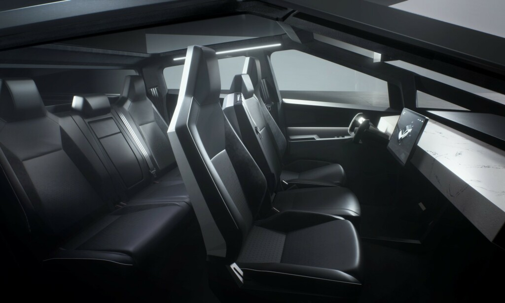 3+3: Fire dører, to seterader, og seks seter. Det er hva bilen har å by på. Foto: Tesla