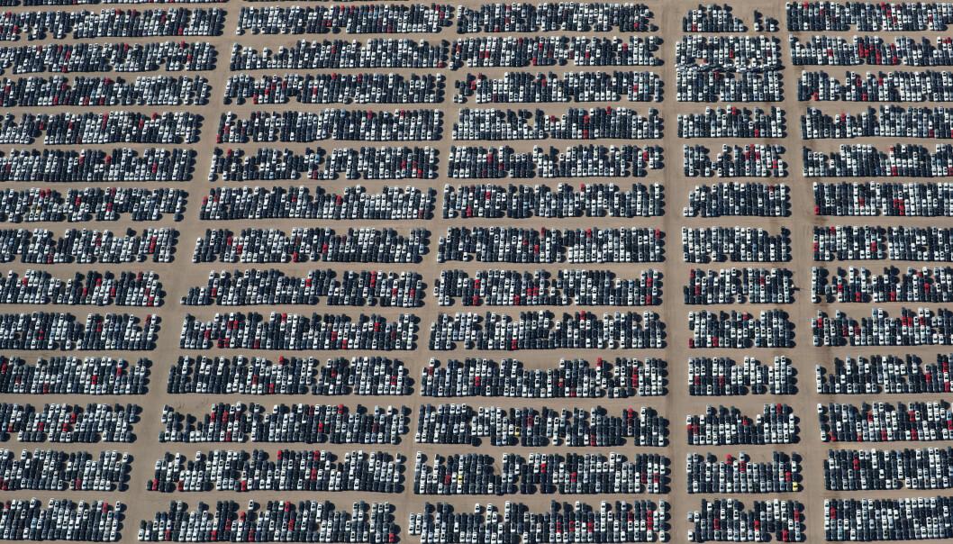 <strong>KRISE:</strong> Her står flere tusen dieselbiler fra de tyske bilgigantene Volkswagen og Audi på en bilkirkegård i ørkenen nær Victorville i California. Utslipsskandalen, som ble kjent som «dieselgate» markerte imidlertid bare starten på krisa for tysk bilindustri. Foto: Lucy Nicholson / Reuters / NTB Scanpix