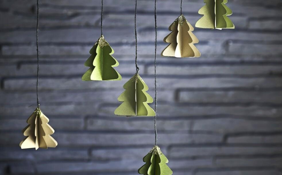 JULETRÆR: Søt og hjemmelaget pynt som kan henge i vinduet, fra en grein eller på selveste juletreet. FOTO: Marlene De Jong