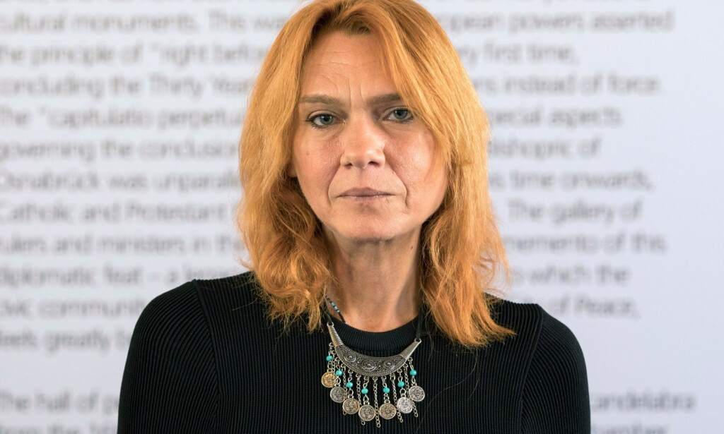 FREDSPRIS: Asli Erdogan under mottagelsen av Erich-Maria-Remarques fredspris i 2017. FOTO: AFP PHOTO/Mohssen Assanimoghaddam