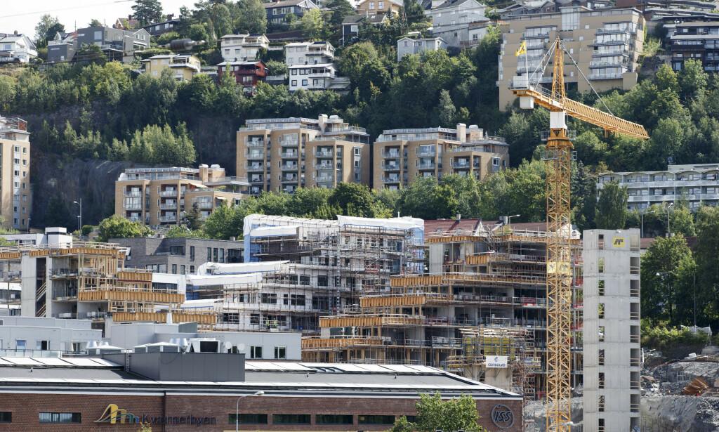 FLERE SÅRBARE: Det er flere sårbare boliglånstakere i Norge, ifølge Finanstilsynet. Her nye og gamle boliger i Kværnerbyen i Oslo. Foto: Gorm Kallestad / NTB scanpix