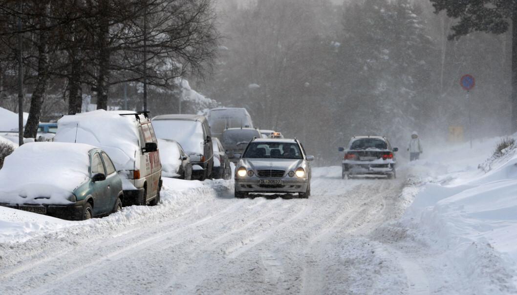 Det er sendt ut farevarsel for mye snø både på Østlandet, Vestlandet, Midt- og Nord-Norge inn mot helgen. Dette kan skape trøbbel for trafikken. Foto: Jon Eeg / NTB scanpix.