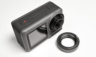 ENKELT: Optikkdekselen kan lett skrus av for å bytte med for eksempel en filter. Foto: Jamieson Pothecary