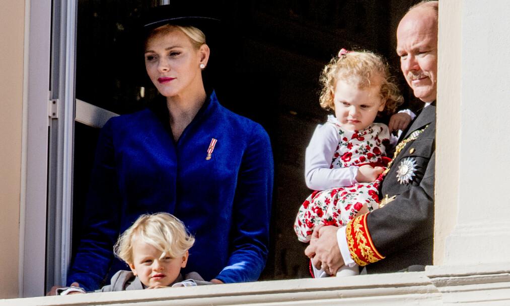 TVILLINGMOR: Charlene og Albert av Monaco har tvillingene Gabriella og Jacques sammen. I et nytt intervju letter førstnevnte på sløret om mammarollen. Foto: NTB Scanpix