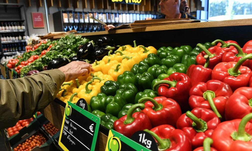 Høyere inflasjon i eurosonen skyldes dyrere mat, alkohol og tobakk Foto: DENIS CHARLET / AFP)