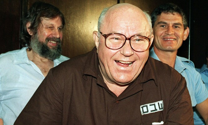 FRI: John Demjanjuk fotografert det han får vite at han er frifunnet av Israels Høyesterett i 1993. Men friheten blir kortvarig. Foto: AP/NTB Scanpix