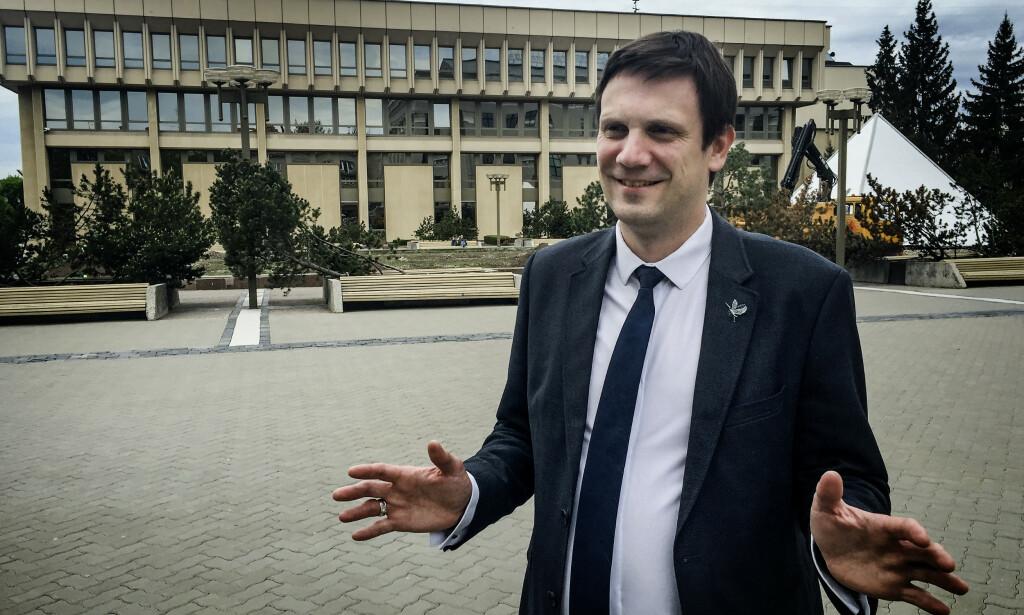 TAR AVSTAND: Den litauiske politikeren Tomas Tomilinas reagerer sterkt på at hans landsmenn utnyttes i Norge. Foto. Einar Haakaas / Dagbladet
