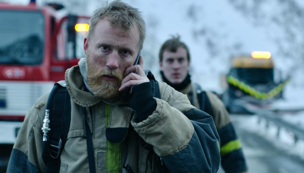 OPPDRAG: Stein (Thorbjørn Haar) må trå til når ulykken rammer i den lille bygda. FOTO: Nordisk film Distribusjon/Nordisk film Production