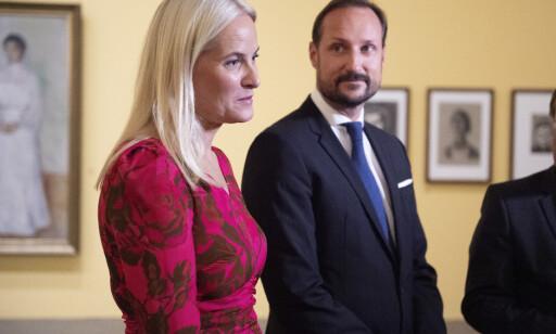 - BEKLAGER: Kronprinsesse Mette-Marit møtte Jeffrey Epstein flere ganger. Slottet hevder at verken hun eller kronprins Haakon visste at Epstein allerede den gang var dømt for overgrep. Nå beklager kronprinsessa. Foto: NTB scanpix
