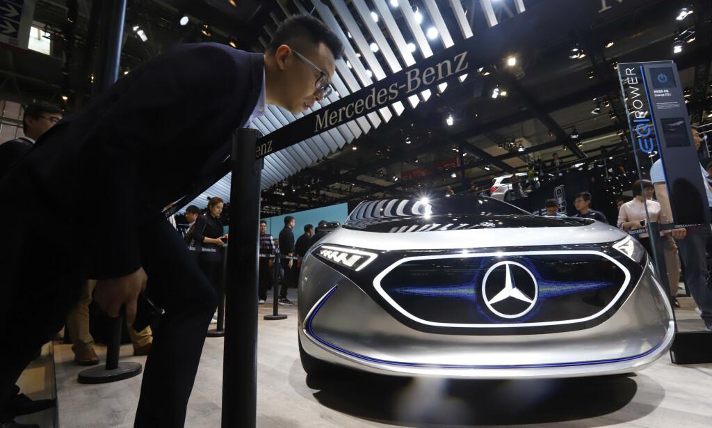 STORSATSING: Industridepartementet i Kina la tirsdag fram et forslag til en plan for en storsatsing på helelektriske biler og hybridbiler. Foto: Ng Han Guan / AP / NTB Scanpix