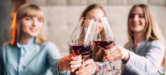 Bør kvinner drikke mindre?