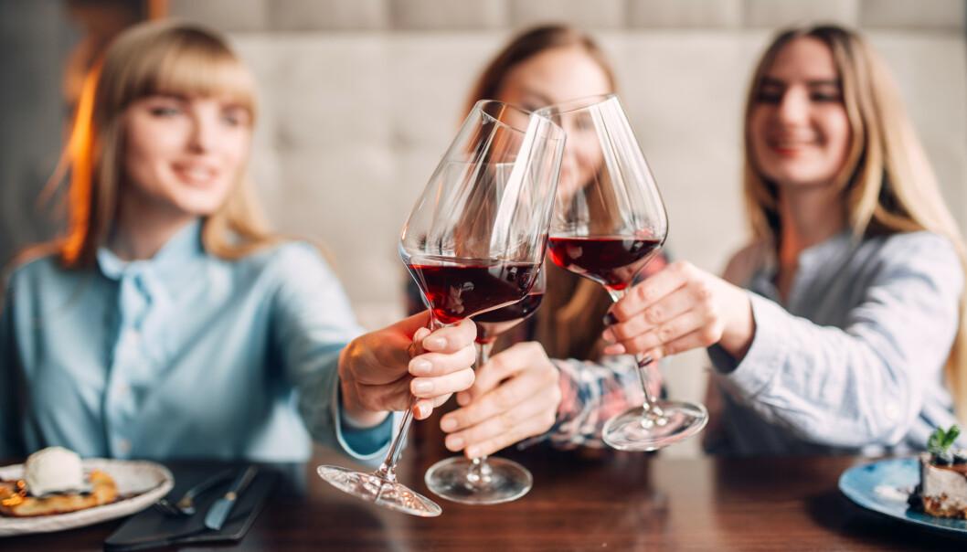 ALKOHOL: En ny studie fra Universitetet i Hong Kong (HKU) har funnet at voksne, og kvinner spesielt, som slutter å drikke alkohol opplever en «boost» i mentalt velvære. FOTO: NTB Scanpix