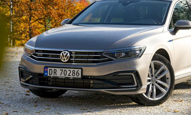 FULL LED: Led er standard. VW (og Skoda) har kanskje de mest elegante ladelukene. De er integrert i den lukkede grillen og synes ikke. Foto: Jamieson Pothecary
