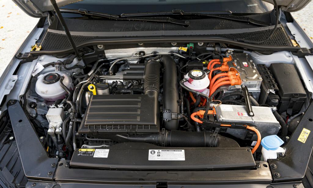 GAMMELT NYTT: Motor og drivverk er uforandret på faceliften. Det vil si 1,4 literen koblet sammen med den gamle 6-trinnskassa med dobbelclutch. Foto: Jamieson Pothecary