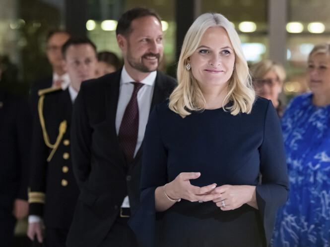 MØTTE EPSTEIN: Mandag gikk kronprinsessen ut og beklaget at hun hadde møtt Jeffrey Epstein flere ganger mellom 2011 og 2013. Det kom frem i en avsløring i Dagens Næringsliv. Foto: NTB Scanpix