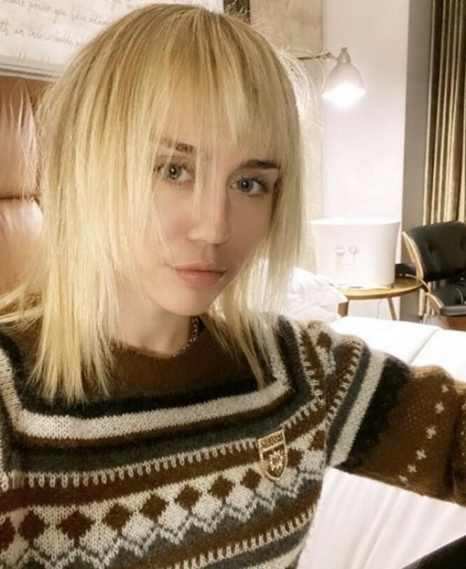 PUNK: Miley Cyrus er aldri redd for å eksperimentere på hårfronten. FOTO: Instagram
