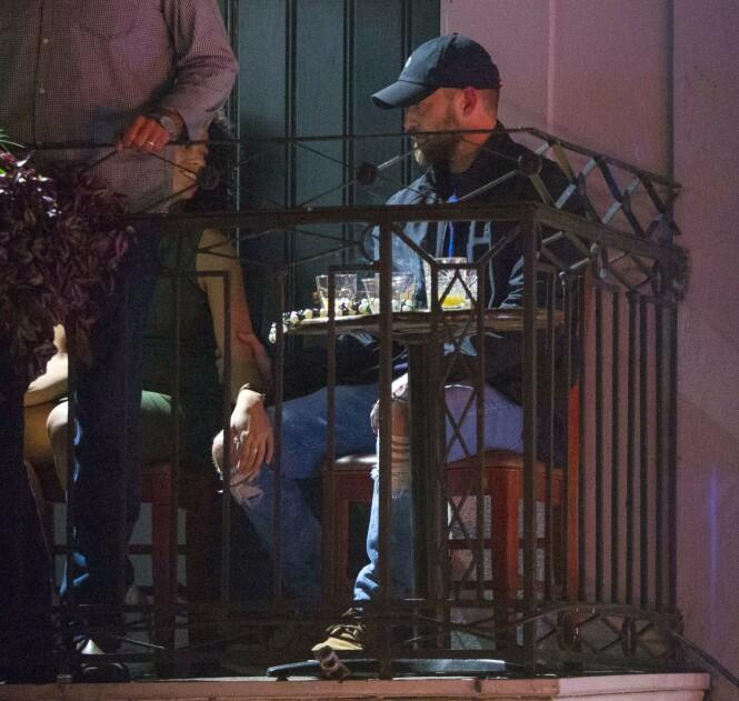 NÆRKONTAKT: Alisha Wainwright og Justin Timberlake så ut til å komme godt overens på baren i New Orleans i slutten av november. Nå legger han seg flat. Foto: Mega/ NTB scanpix