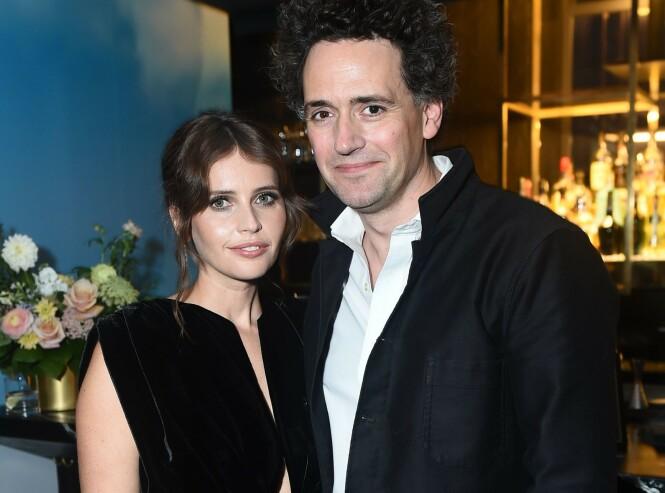 <strong>VENTER BARN:</strong> Felicity og ektemannen Charles venter sitt første barn sammen. Foto: NTB Scanpix