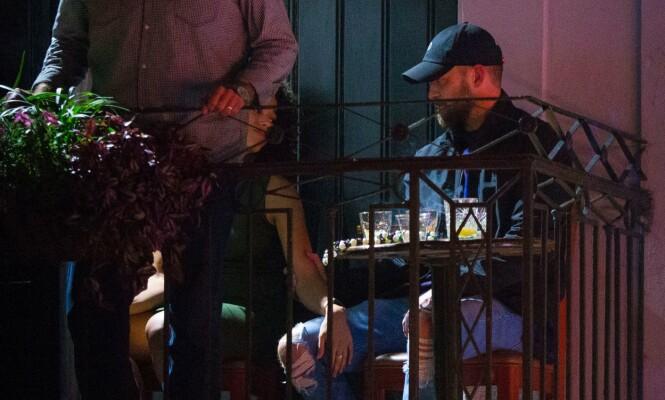 PÅ BAR: Justin Timberlake og Alisha Wainwright fotografert utenfor baren i New Orleans i november. Se flere bilder i videoen øverst i saken! FOTO: NTB scanpix