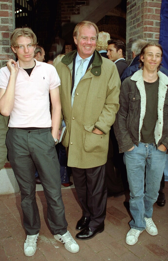 <strong>FAMILIEDYNASTI:</strong> Her er Nils Tham (t.v) sammen med sin onkel Stefan Persson og fetter Tom Persson i år 2000. Foto: Foto: Karin Törnblom / IBL / TT / NTB Scanpix