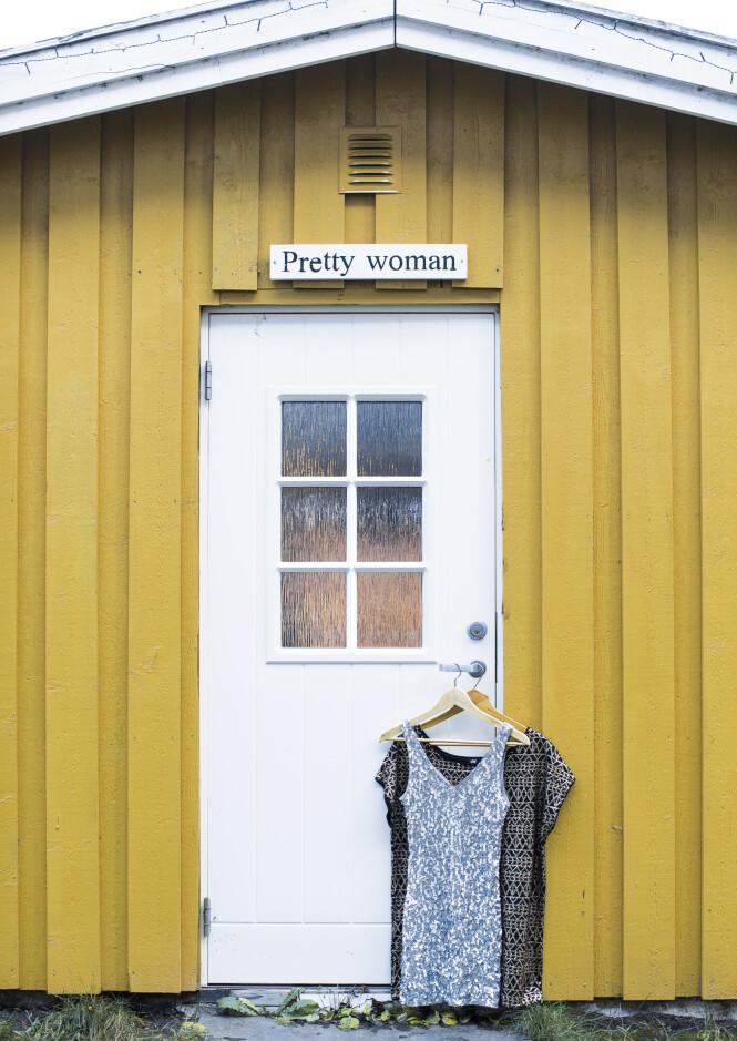 FRETEX: I fengselet har de egen fretexbutikk hvor de kan kjøpe seg nye klær, samt mulighet for å handle andre skjønnhetsprodukter. For hver årstid det kommer nye klær i butikken har de moteshow i hagen. FOTO: Astrid Waller