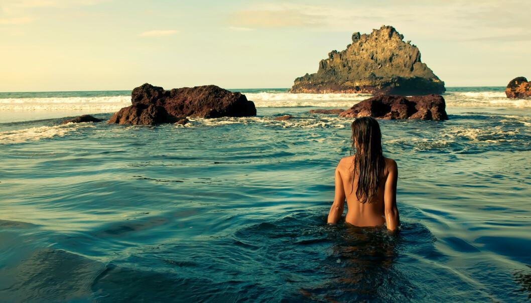NAKATIONS: Hva med å teste ut nakenyoga-retreat, nakencruise eller sjekke inn på et nudisthotell? Mulighetene er mange! FOTO: NTB scanpix